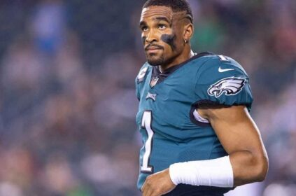 Should The Eagles Bench Jalen Hurts?